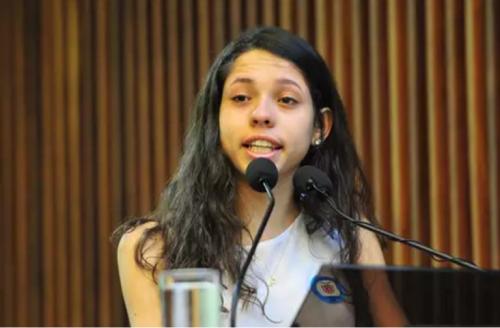 juventude-brasileira-encontrou-seu-futuro-em-ana-julia-ribeiro-diz-texto-da-forbes